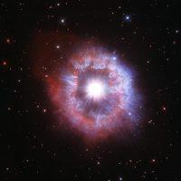 AG Киля: раскалённый гигант в объективе телескопа Hubble