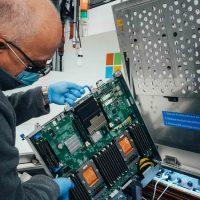 Компания Microsoft тестирует новую систему охлаждения серверов