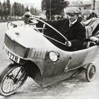 Монокар — смесь автомобиля и мотоцикла