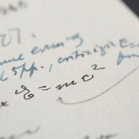 E = mc²: письмо Эйнштейна продали за $1 243 707