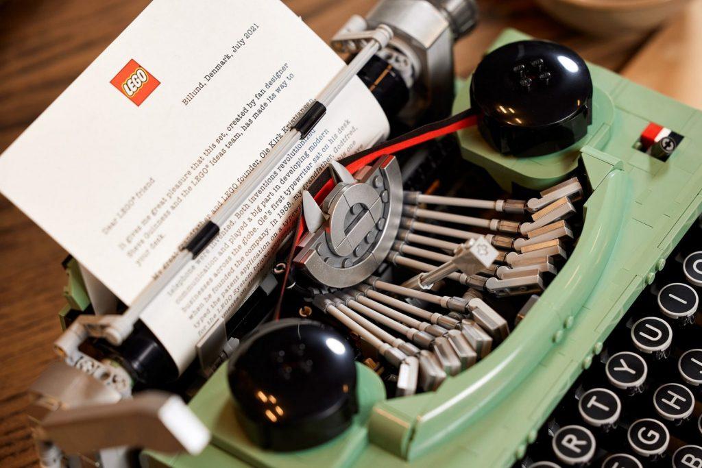 21327: пишущая машина Стива Гиннесса от LEGO