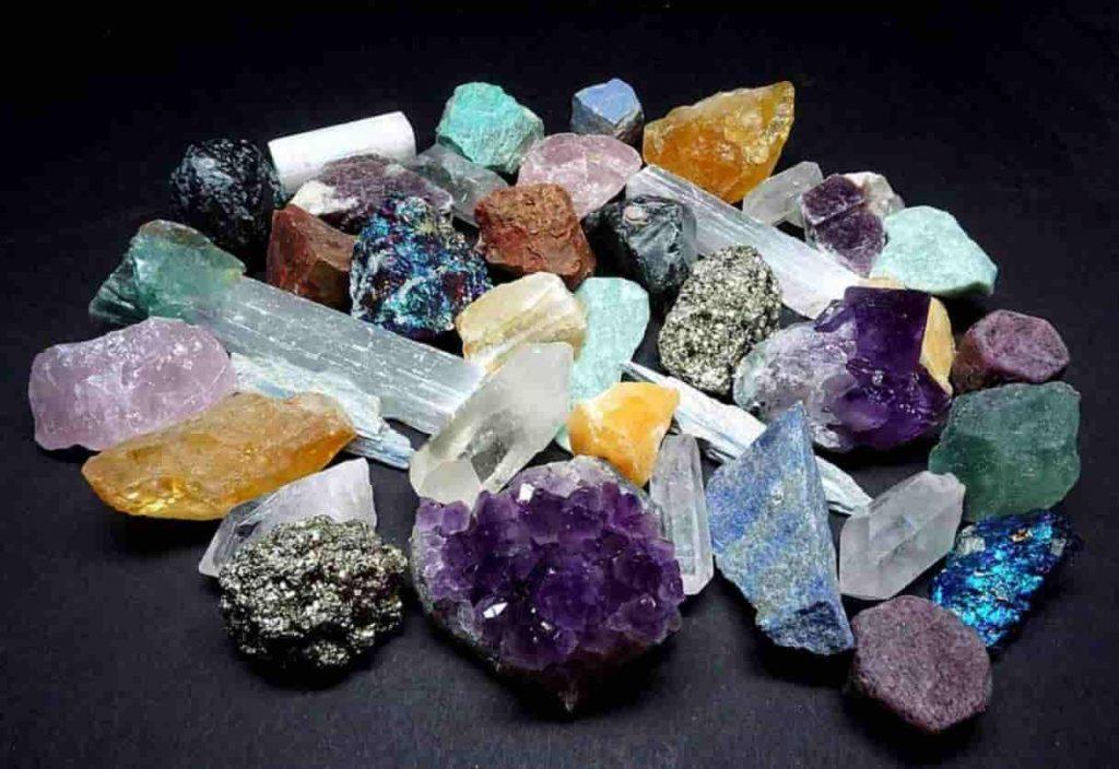 Почему минералы сияют радугой и светятся в ультрафиолете