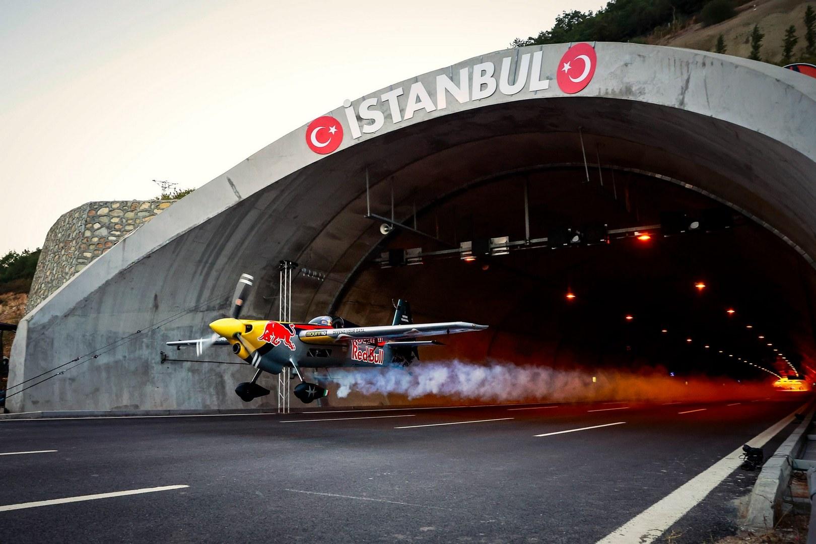 Дарио Коста и его рекордный полёт через тоннель