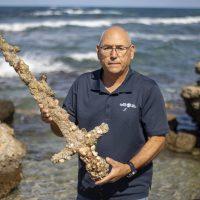 Израильский дайвер нашёл 900-летний меч крестоносца